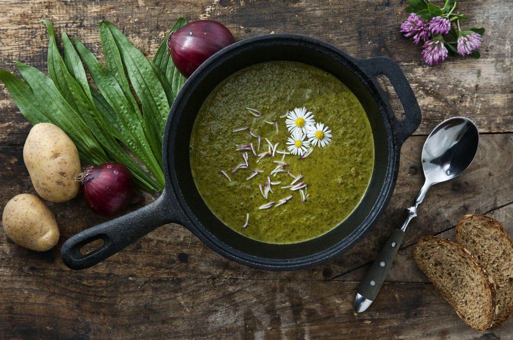 Spitzwegerich Suppe