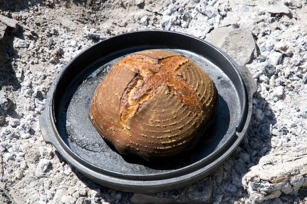 Sauerteigbrot im Dutch Oven gebacken