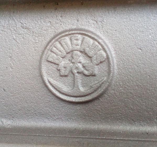 restaurierte Buderus Küchenhexe Logo