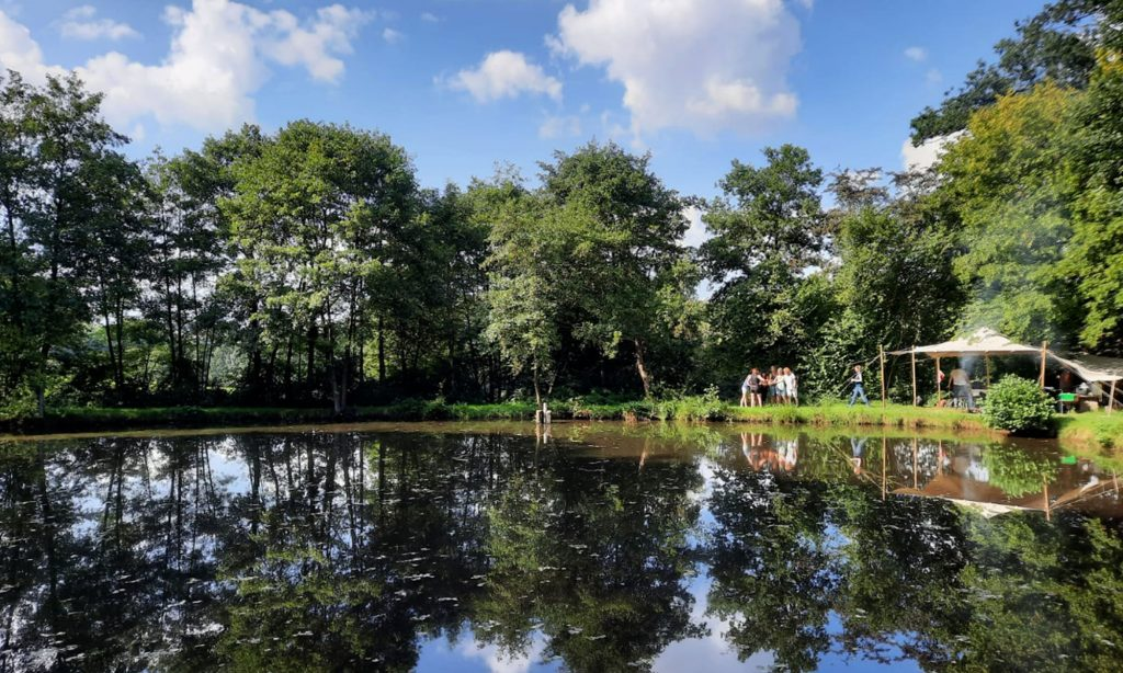 Lagerfeuer am Teich